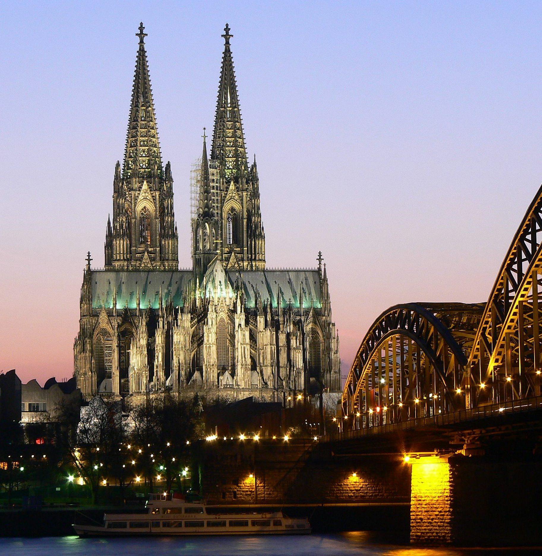 Catholic_medieval_architecture_converts_protestant