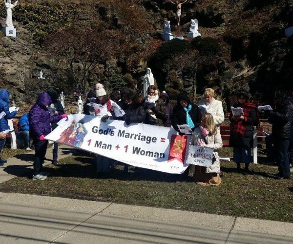 courage-cheer-3118-traditional-marriage-rosary-rallies-across-america-10