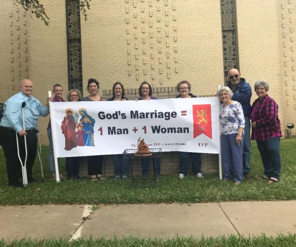 courage-cheer-3118-traditional-marriage-rosary-rallies-across-america-6