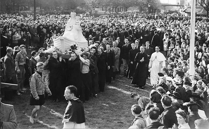Our Lady of the Grand Return: A Story of Hope for our Times - Our Lady of Boulogne is greeted in Paris, October 27, 1945